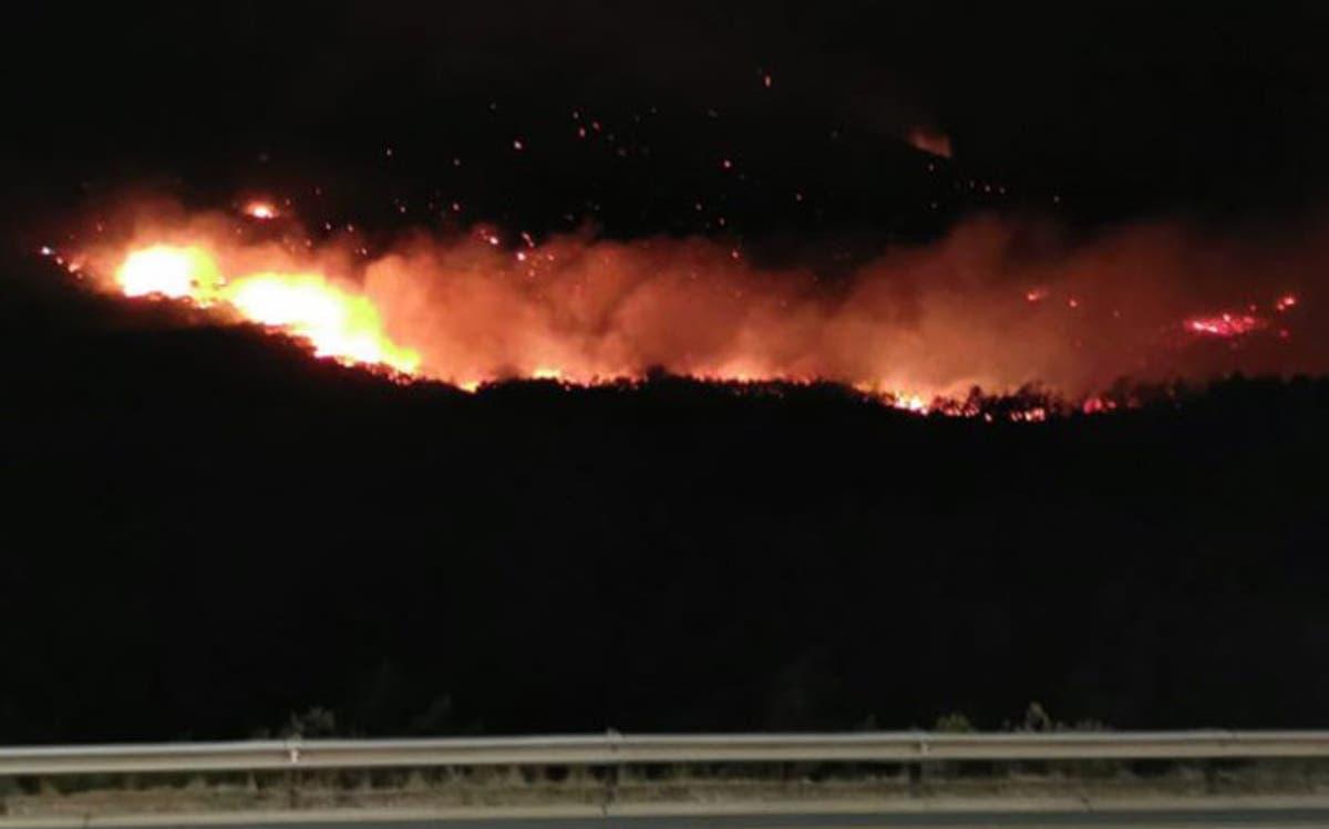 Strong Winds Fuel Du Toitskloof Fires, Properties In Danger