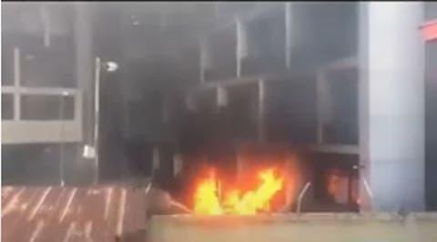 Hoodlums burn Nigerian Ports Authority building in Lagos