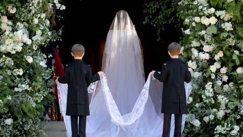 6cb02af950 Las novias Windsor  sus vestidos de boda desde Isabel II a Meghan Markle