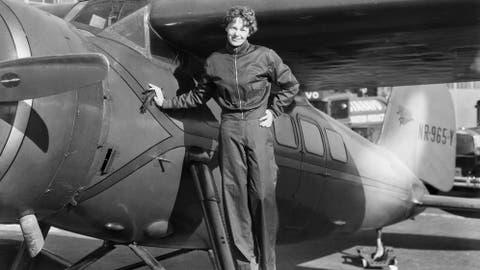 Aviación: Una foto resuelve el misterio de Amelia Earhart, la ...