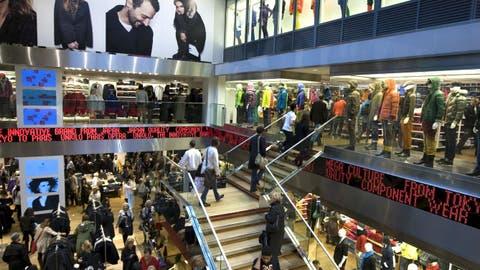 TrabajoLo Dependientes Cuentan Los Que Ropa Las Tiendas De Nunca USpMVqzG