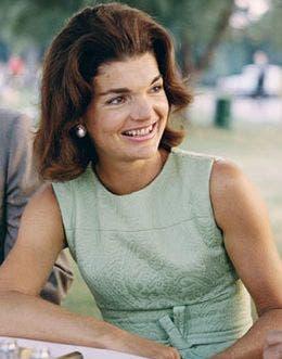 388564108 Bodas de famosos  El vestido manchado de sangre que catapultó a Jackie  Kennedy
