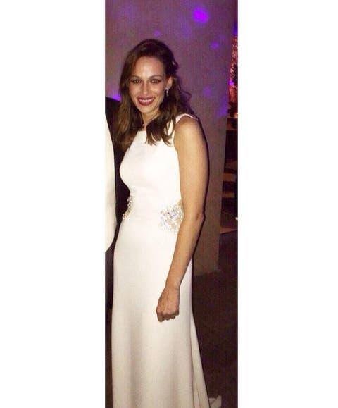 63009c6d296c Boda de Cayetano y Eva: Sobrio y aburrido: así es el segundo vestido de  novia de Eva González