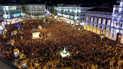 CEOFANB - Noticias y  Generalidades Venezolanos-en-espana-llenan-la-puerta-del-sol-para-echar-a-maduro-del-gobierno