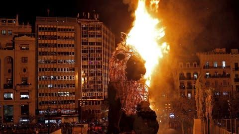 07813dd0b Fallas de Valencia: ¿Se pueden quemar 750 millones en una noche ...
