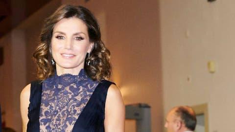 19a0fc9fa149 Reina Letizia: ¿Quieres el vestido de la reina Letizia? Aquí otros ...