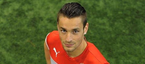 Arsenal's Mathieu Debuchy moves to Bordeaux on loan