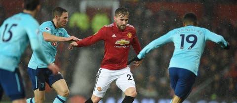 Senior player Manchester United players considering addressing Jose Mourinho over Luke Shaw treatment – report