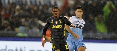 Manchester United target Douglas Costa in Juventus swap deal