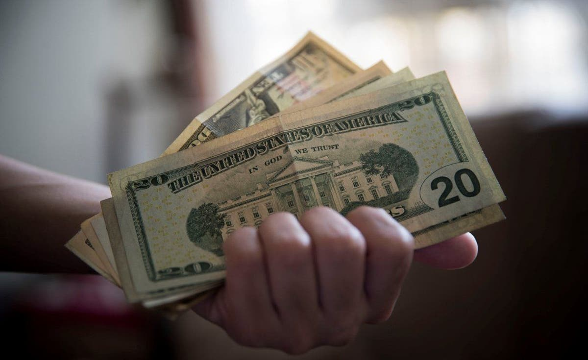 ? Diario Popular: El dólar oficial cerró a $70,63 y el blue en $127