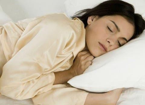 qual melhor lado para dormir esquerdo ou direito