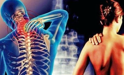 lesão grave no pescoço e nas costas