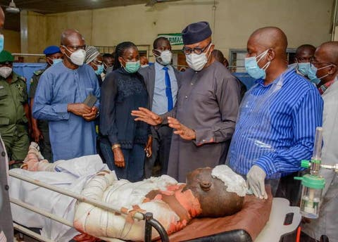 Secretary to Ogun State government, Tokunbo Talabi; Commissioner for Health, Dr Tomi Coker; Governor Dapo Abiodun and a medical doctor during a visit to the victims of Tuesday petrol tanker explosion being treated at the State Hospital, Ijaiye, Abeokuta