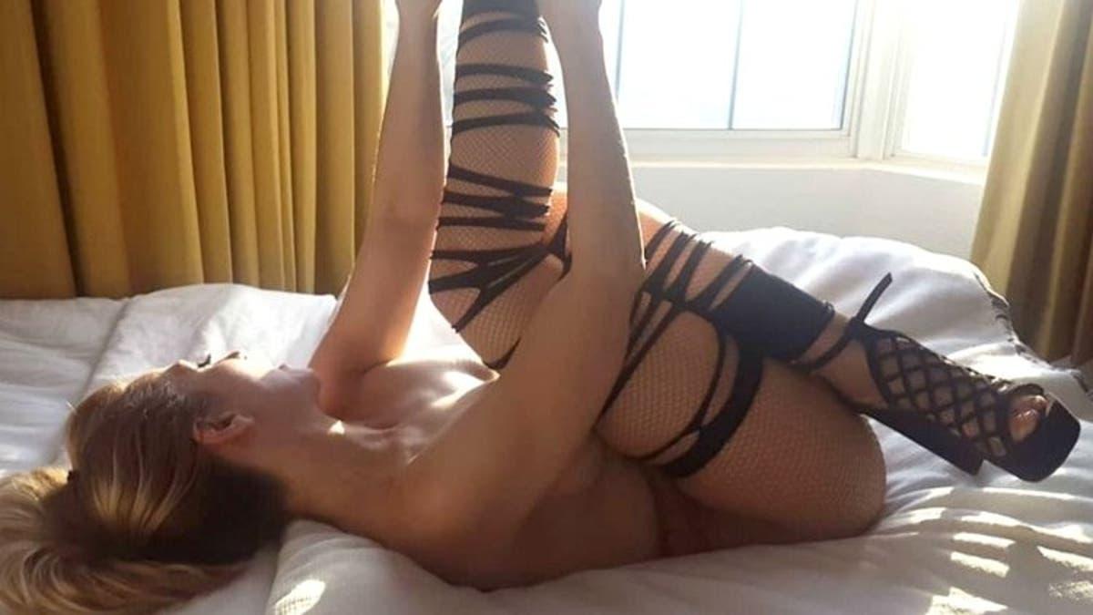 Kari Nautique Cybergirl De Julio En Playboy