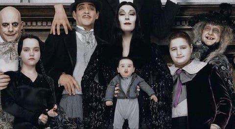 Asi Luce Ahora El Bebe De Los Locos Addams Vistazo