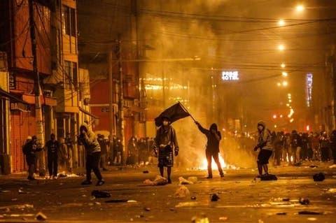 Dos muertos, 94 heridos, 42 desaparecidos deja noche de violencia en Perú | Vistazo